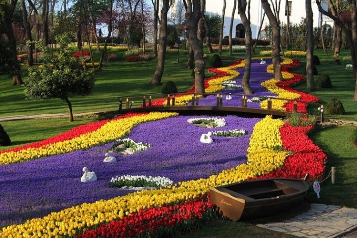 Тюльпаны разных цветов в Emirgan Park (Stambul, Turkey)