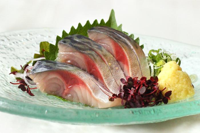 Блюдо из сырой скумбрии по-японски
