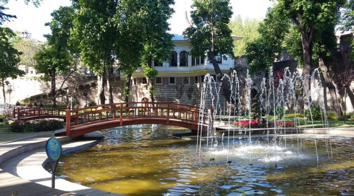 Фонтан в парке Гюльхане