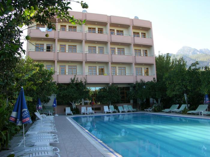 Простое здание с бассейном Beltur Hotel