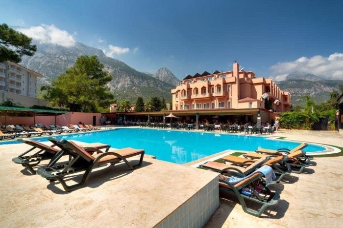 Главное здание отеля Club Hotel Beldiana в Бельдиби (Турция, Кемер) с бассейном