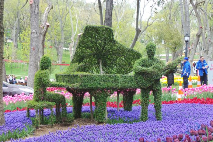 Фортепиано и музыканты из растений