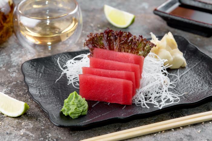 Традиционный вариант подачи сашими из тунца