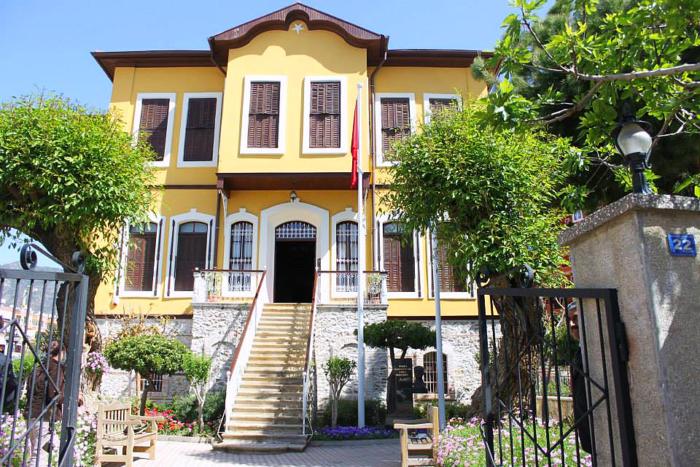 Фасад здания дома-музея Ататюрка