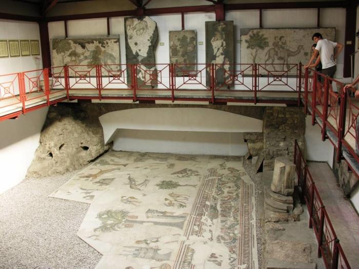 Один из главных залов в музее мозаик