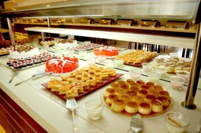 Турецкие десерты на шведском столе в Eldar Resort Hotel