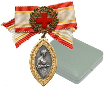 Медаль Флоренс Найтингейл сестрам милосердия