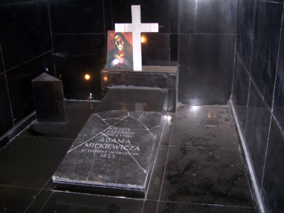 Надгробие Адама Мицкевича в музее в Стамбуле
