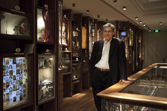 Одна из комнат в музее невинности в Стамбуле и ее создатель