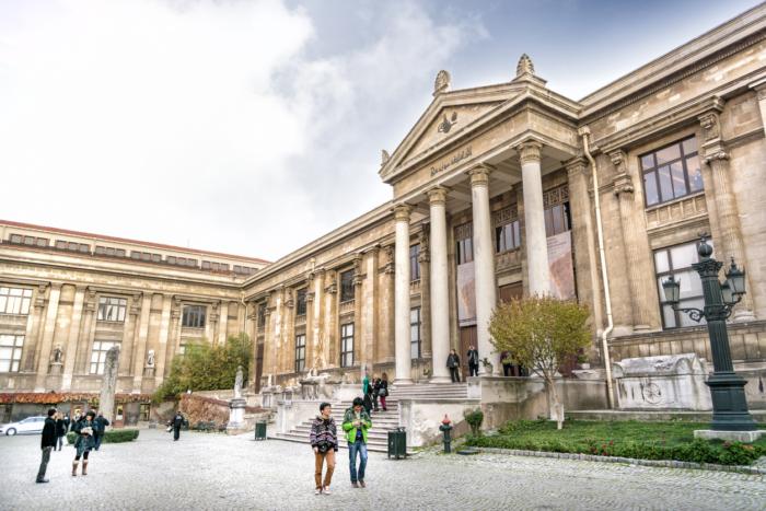 Вход в археологический музей Стамбула