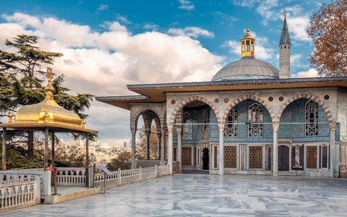 Один из внутренних двориков дворца Топкапы