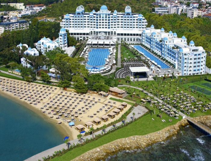 Роскошное здание отеля Rubi Hotel Platinum (Аланья, Турция)