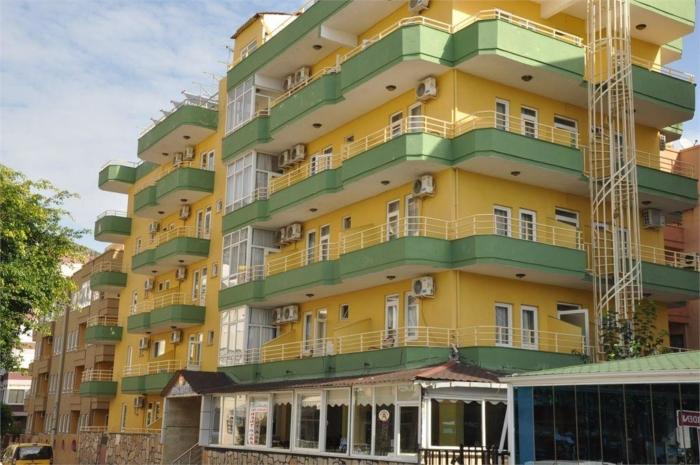 Яркое этажное здание отеля Kleopatra Alis 3*
